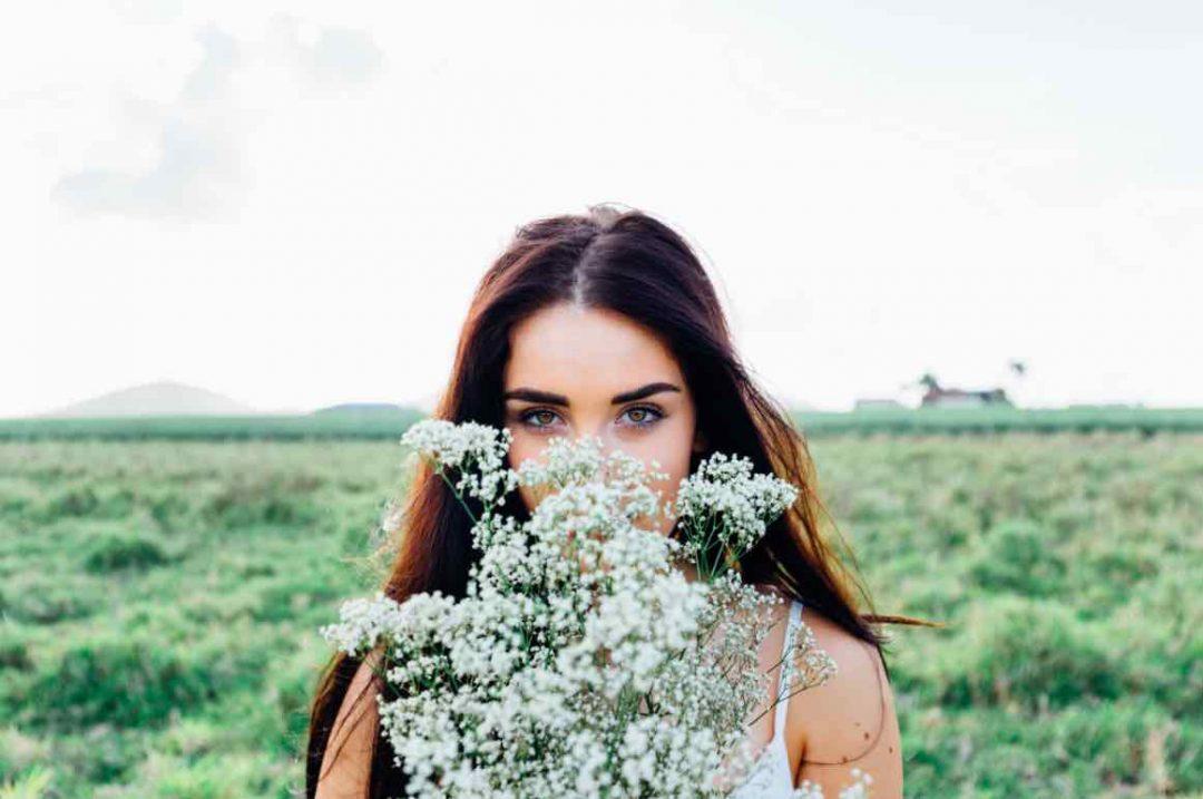 Comment éviter d'avoir la peau grasse grâce aux huiles végétales cosmétiques
