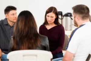 Comment la thérapie de groupe aide à se libérer de la syllogomanie